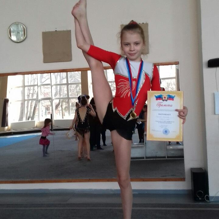 Mira Safonova, 11, sportovní akrobatka, Lugansk, LLR