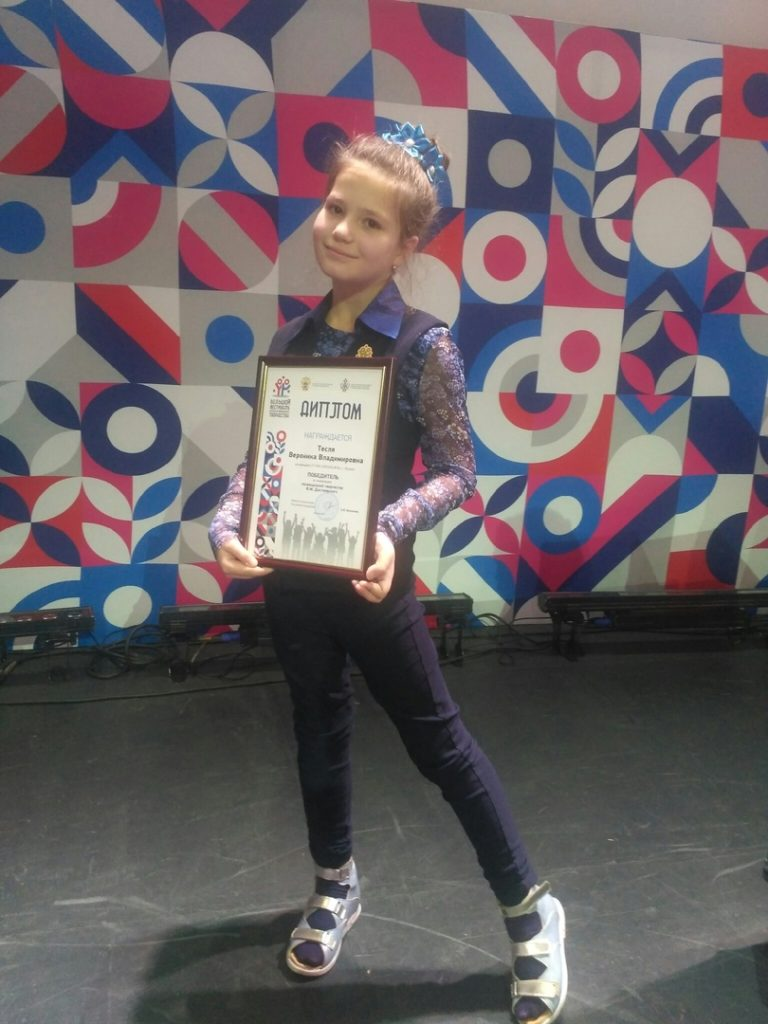 Veronika Teslja, 9, spisovatelka, Lugansk, LLR