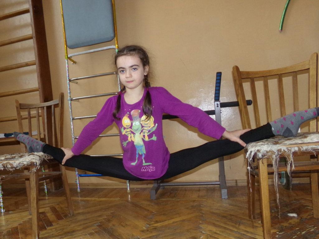 Alina Lukašova, 10, vzdušná akrobatka, Doněck, DLR