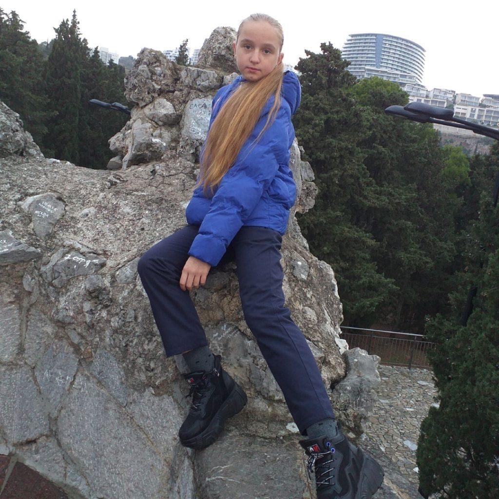 Liza Židkova, 11, zpěvačka, Alčevsk, LLR
