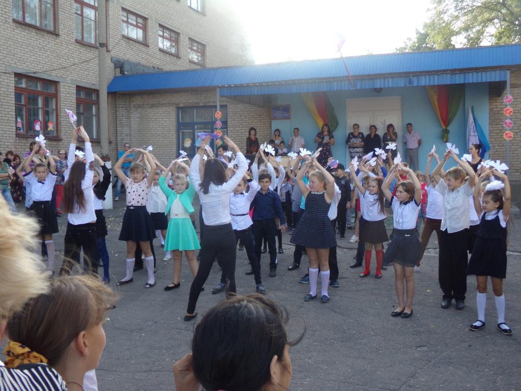 Den mikrorajonu Pervomajka, děti 6.ZŠ Uljany Gromovové, září 2017, Krasnodon, LLR