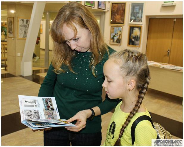 Arina s maminkou v Uměleckém muzeu ArtDonbass v Doněcku
