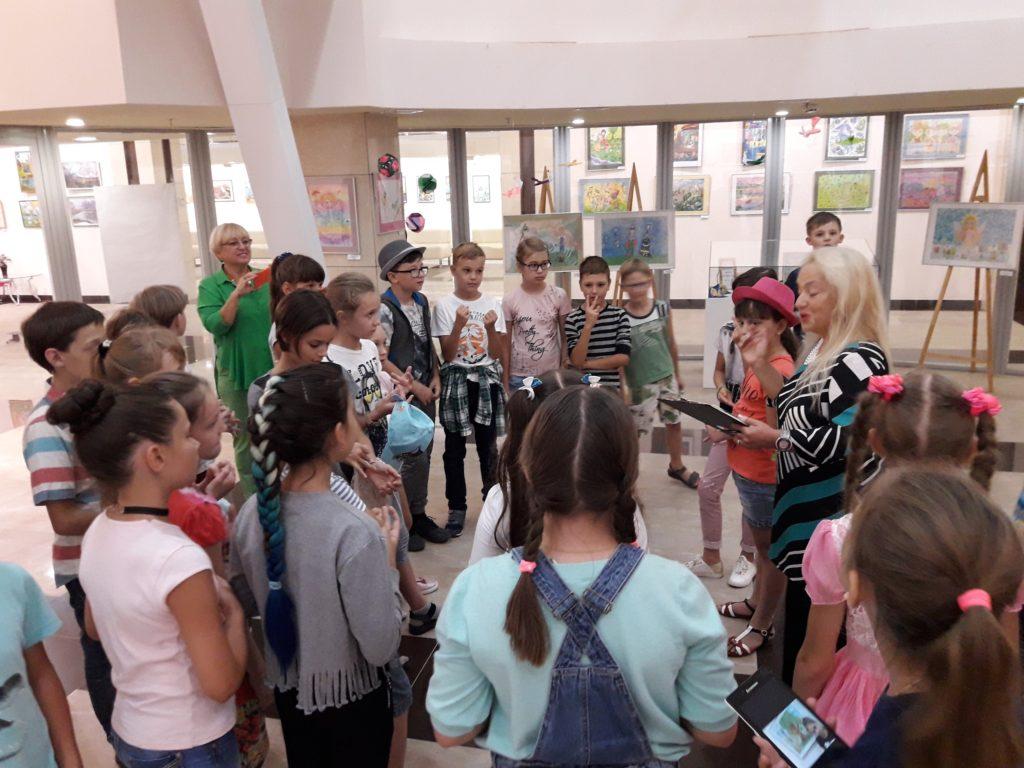 Návštěvy školních tříd na výstavě Ariny